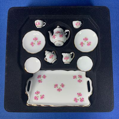 Tea-Set with Tray, Roses
