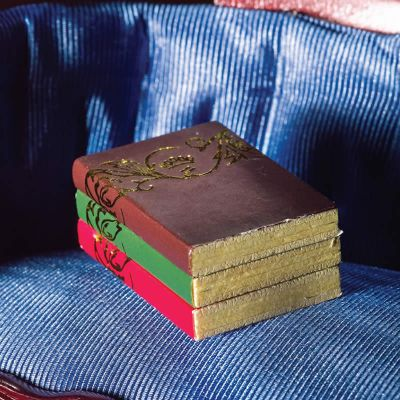 Books with 'Gold' Pattern