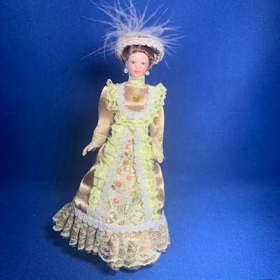 Victorian Lady Beige Dress
